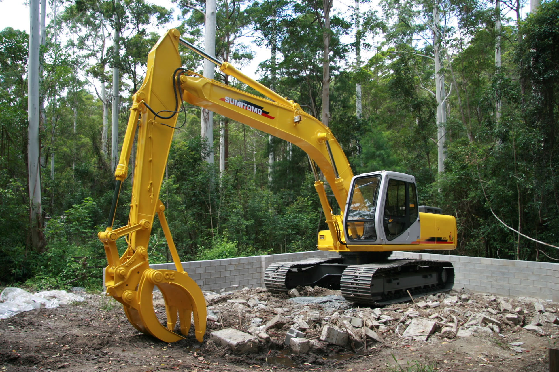demolition excavator hire